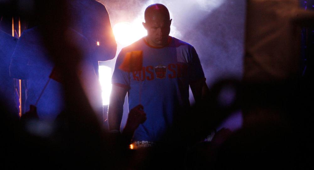 بطل العالم الروسي الشهير في رياضة الفنون القتالية المختلطة (MMA) فيودور يميليانينكو