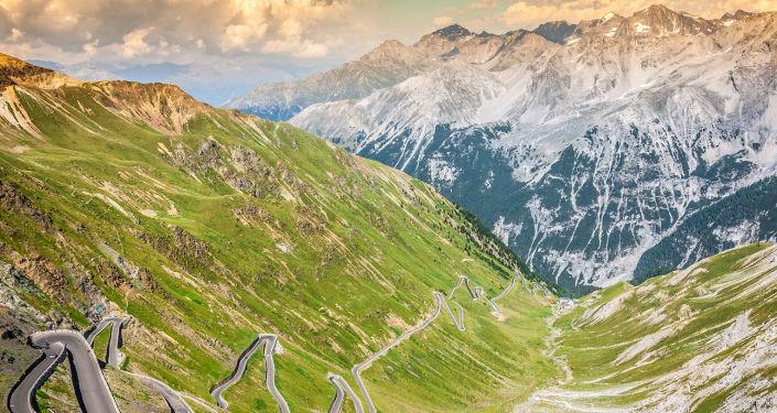 طريق ستلفيو في جبال الألب الايطالية