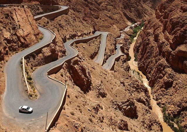 الطريق الجبلية دادس غورغيس في جبال الأطلس في المغرب