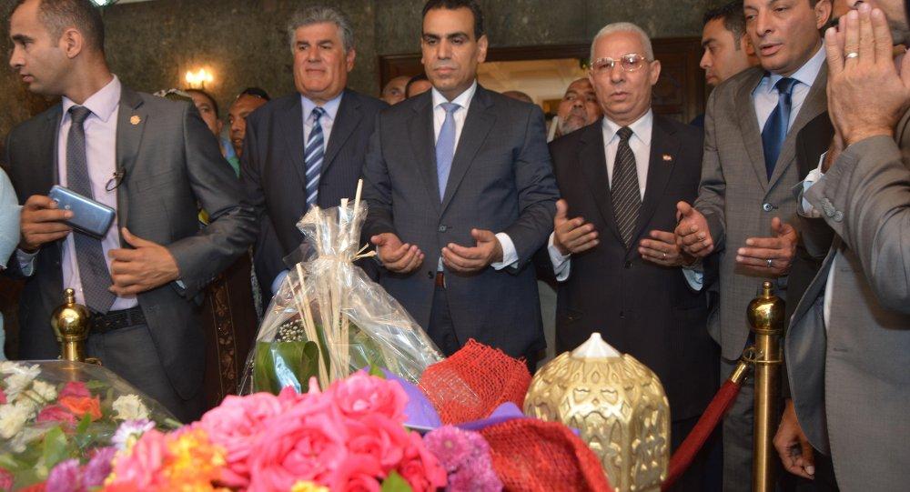 وزير الثقافة المصري في ضريح عبد الناصر 23 يوليو
