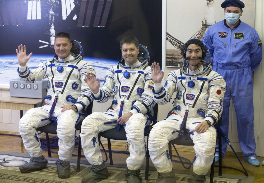 أعضاء الطاقم الرئيسي لسفينة الفضاء المأهولة سويوز TMA-17M
