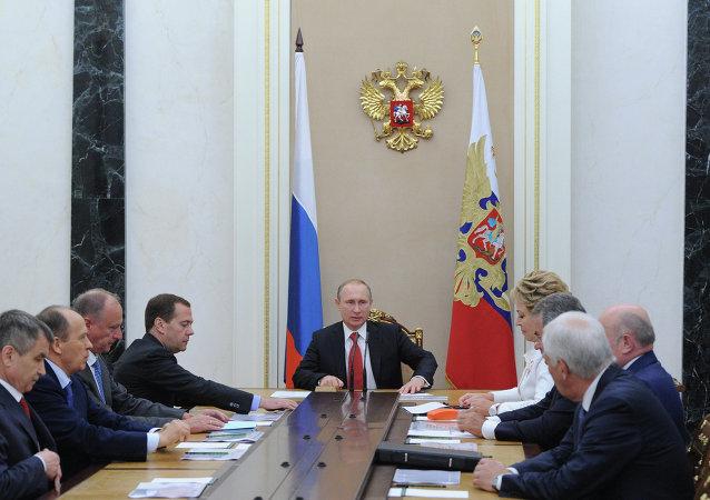 بوتين يجتمع مع أعضاء مجلس الأمن القومي