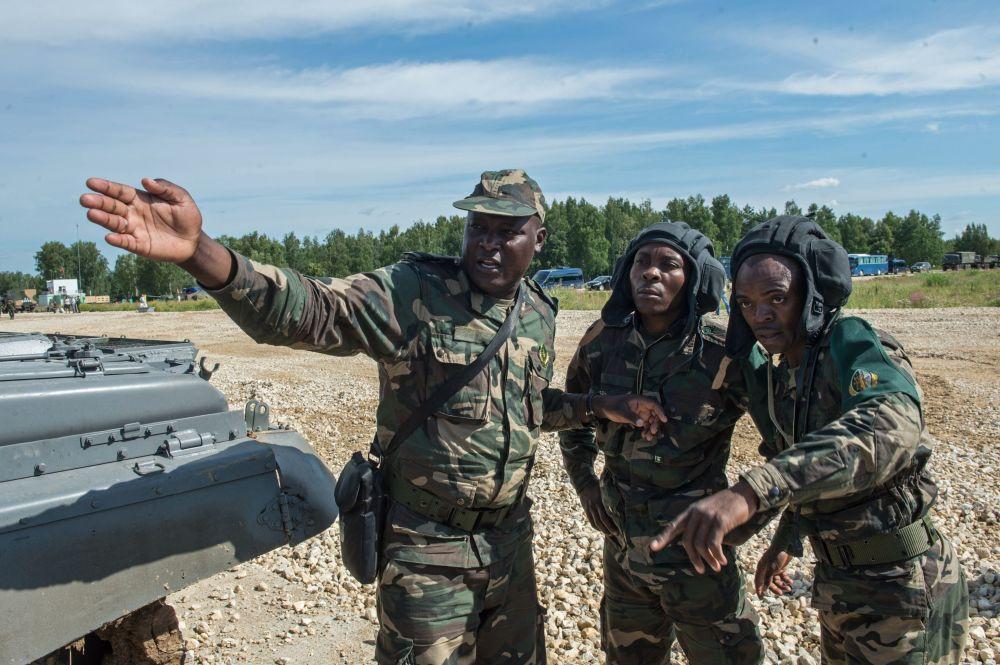 جنود من القوات المسلحة الأنغولية