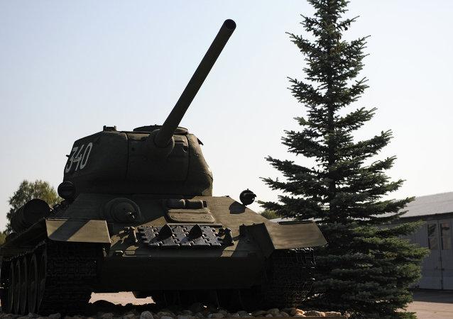 الدبابة تي 34-85