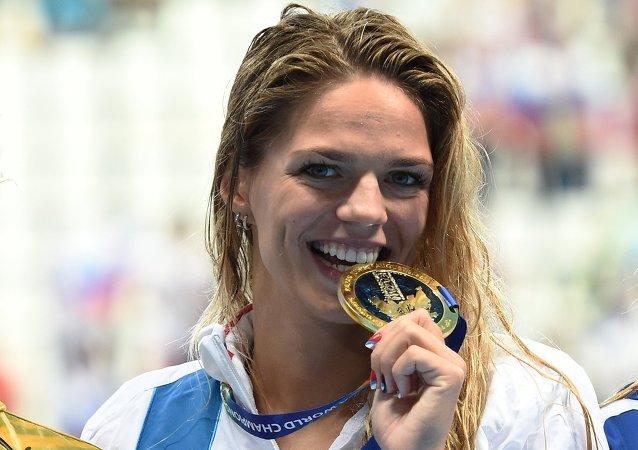 بطلة العالم في سباق 100 متر سباحة على الصدر الروسية يوليا يفيموفا