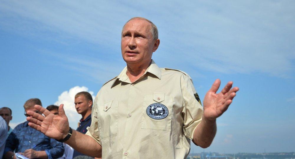 الرئيس الروسي فلاديمير بوتين على متن غواصة الأعماق