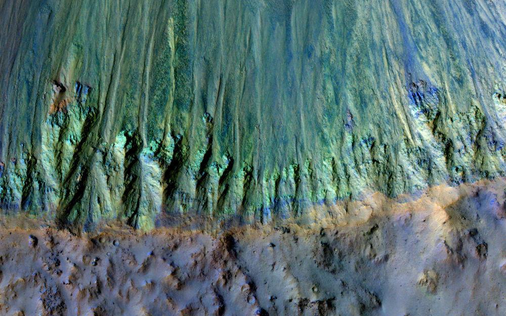 حفرة على سطح المريخ
