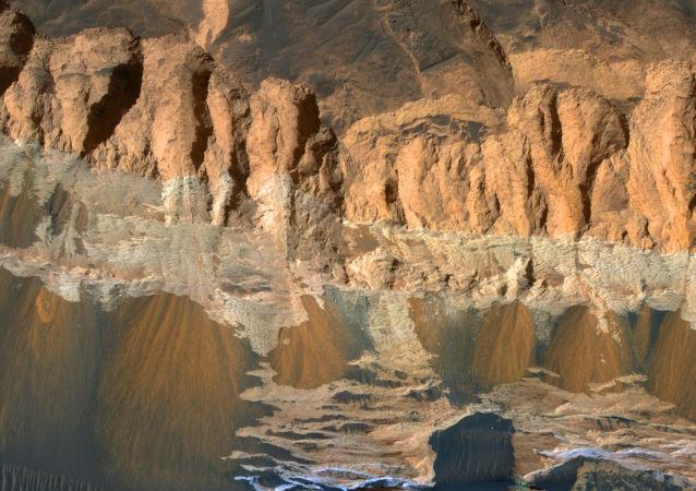 حفرة آرام الفوضى على سطح المريخ
