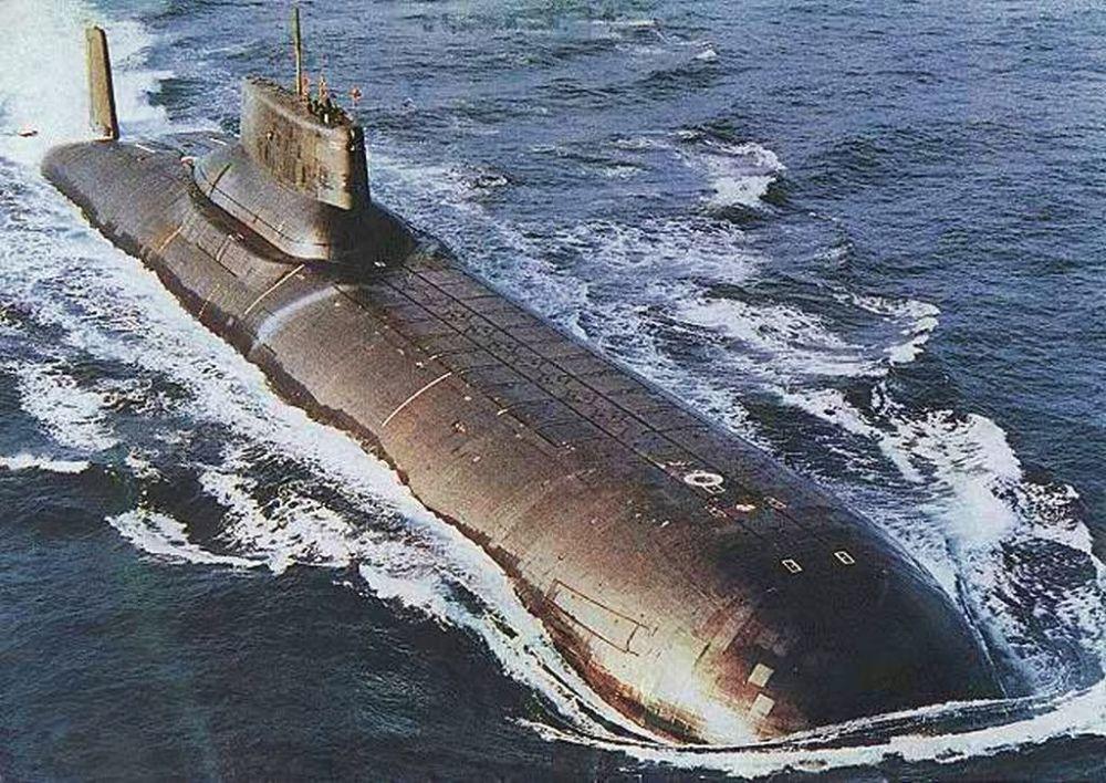 الغواصة النووية أكولا (القرش)