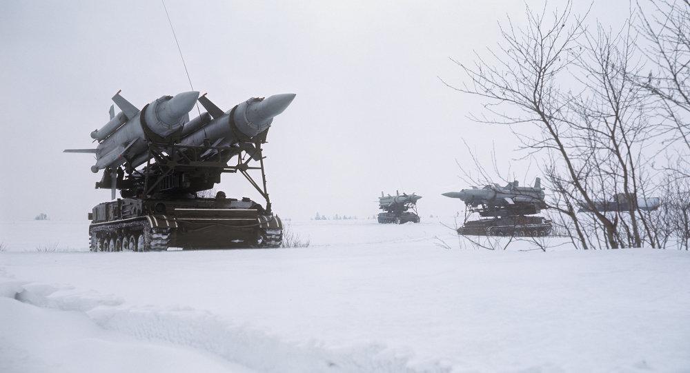 مناورات الجيش السوفييتي دفينا