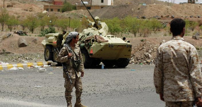 الجيش اليمني المتحالف مع الحوثيين