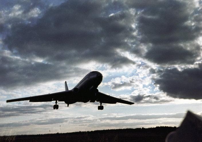 طائرة تو 104