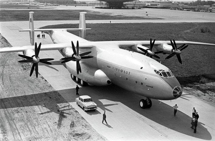 طائرة  آن - 22
