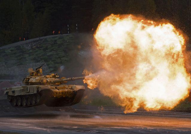 دبابة تى - 90 اية خلال عرض فى اكسبو - 2015