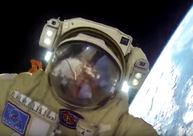 رائد فضاء روسي
