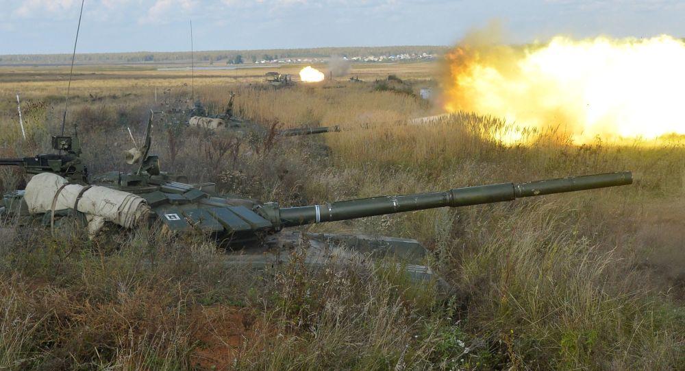 دبابات تى -72 فى مناورات سنتر 2015
