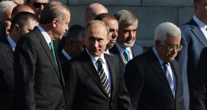 عباس وبوتين وأردوغان يحضرون افتتاح مسجد موسكو الجديد