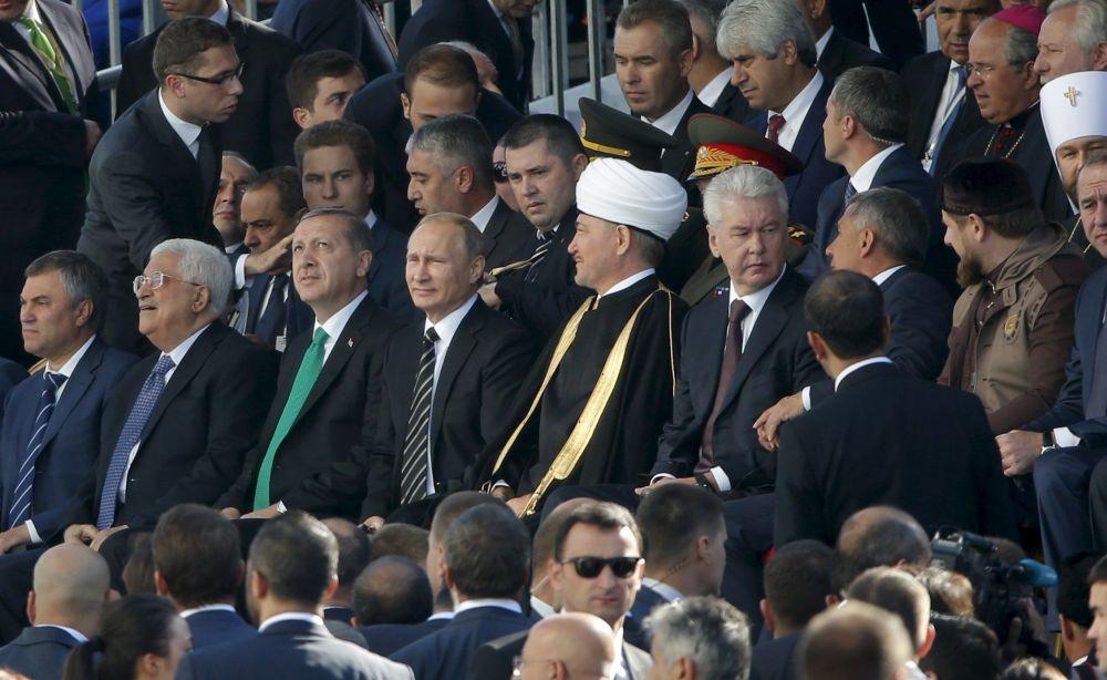 الرئيس الروسي فلاديمير بوتين أثناء افتتاح المسجد الكبير في موسكو