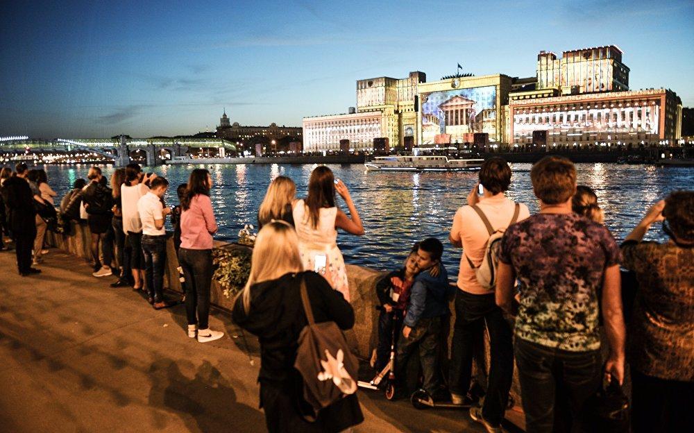 تحضيرات لإفتتاح مهرجان موسكو الدولي للضوء