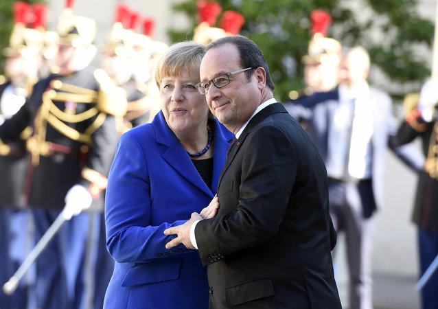 المستشارة الألمانية أنجيلا ميركل والرئيس الفرنسي فرانسوا هولاند