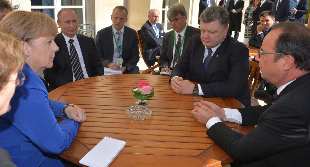 بوتين وهولاند وميركل وبوروشينكو