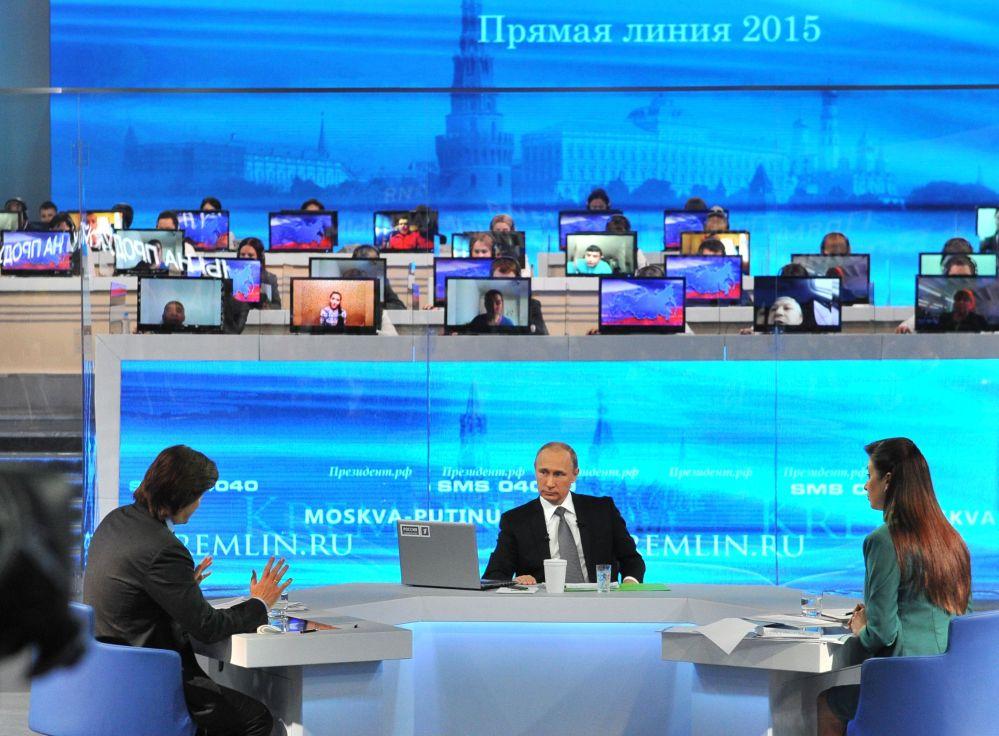 بوتين يجيب على أسئلة المواطنين خلال البرنامج السنوي الخط المباشر مع فلاديمير بوتين