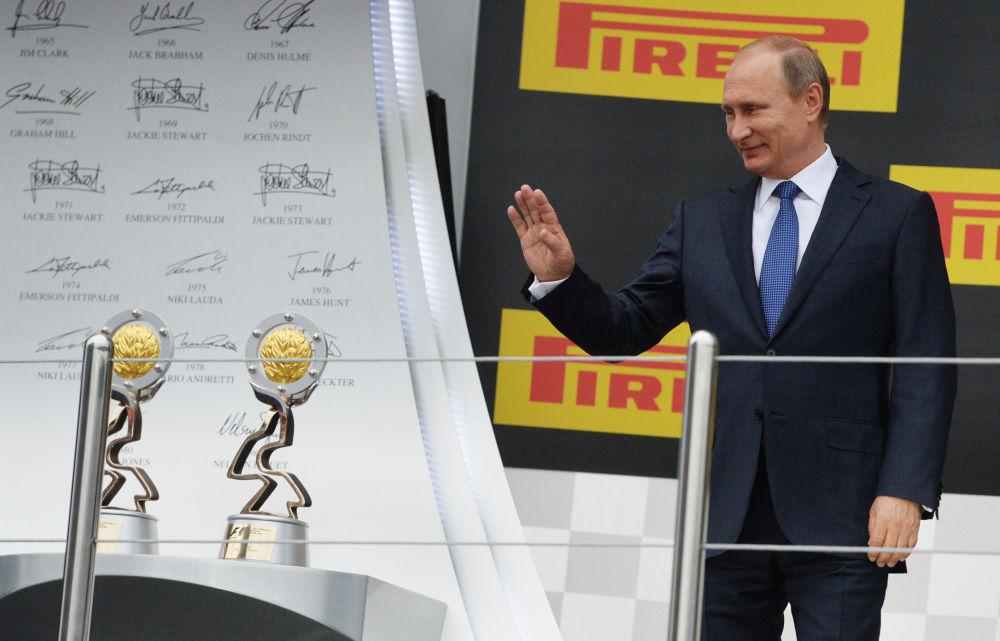 الرئيس فلاديمير بوتين قبيل فعالية تسليم الجوائز على الفائزين