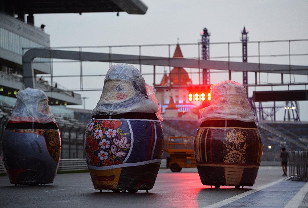 التحضيرات لفعالية افتتاح سباق جائزة روسيا الكبرى لـفورمولا-1 في سوةتشي، روسيا