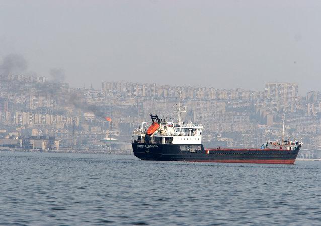 سفن تجارية في باب المندب