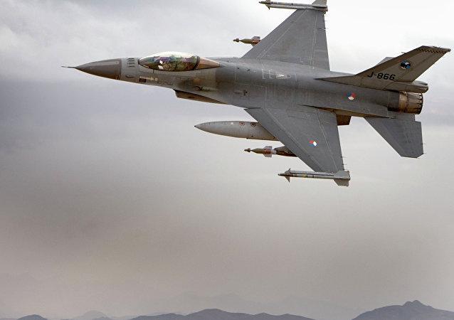 مقاتلات اف - 16