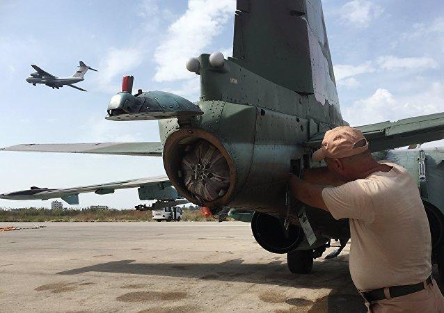 طائرة روسية في مطار عسكري سوري