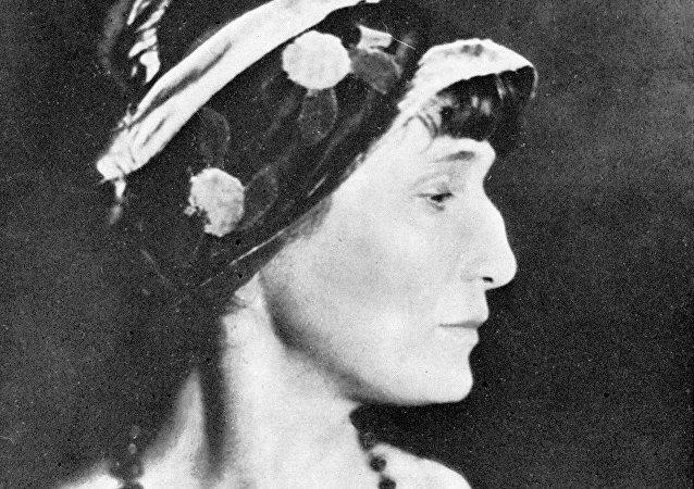 الشاعرة الروسية آنا أخماتوفا