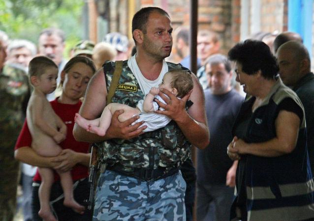 القوات الروسية عقب تحرير مدرسة بيسلان من الإرهاب