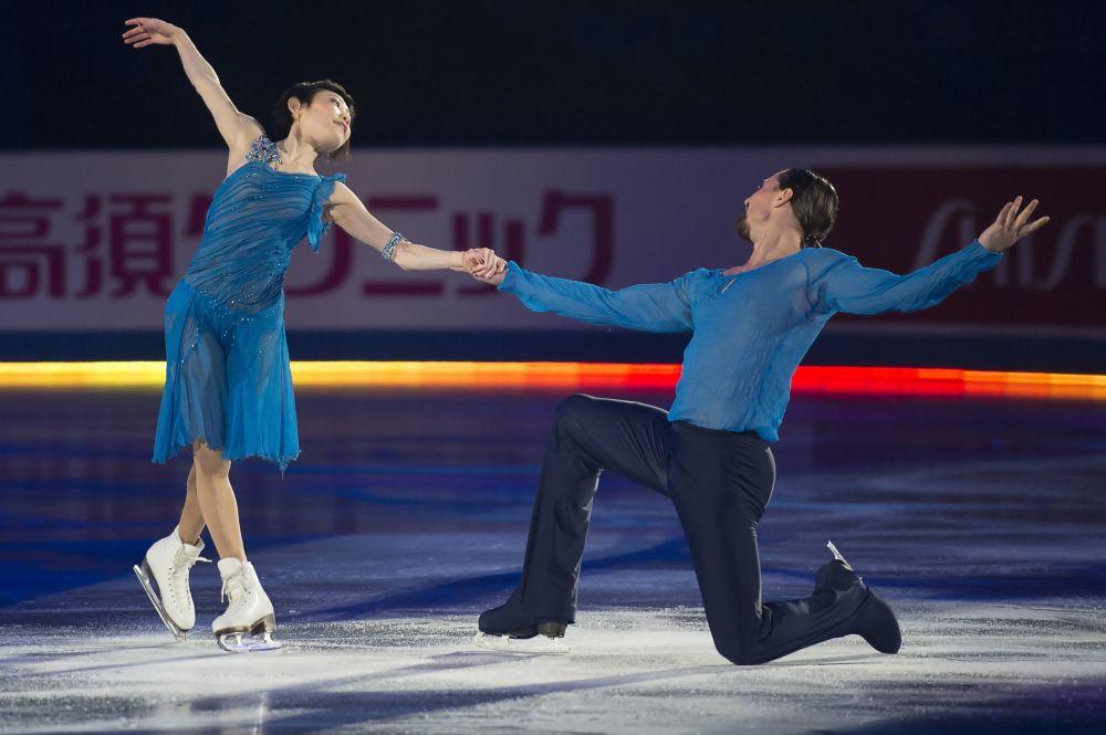 يوكو كافاغوتي وألكسندر سميرنوف أثناء مشاركتهما في بطولة العالم للتزلج على الجليد في طوكيو