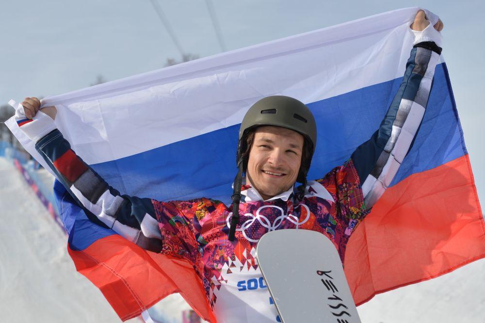 المتزلج على الثلوج  باستخدام المزلاجه الاحادية فيكتور وايلدي، أمريكي الأصل، الذي حصل على الجنسية الروسية.