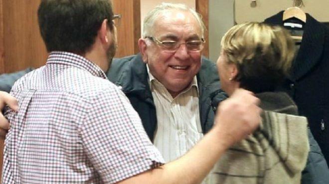 كارل أندريه يحيي ابنه وابنته بعد وصوله إلى بريطانيا