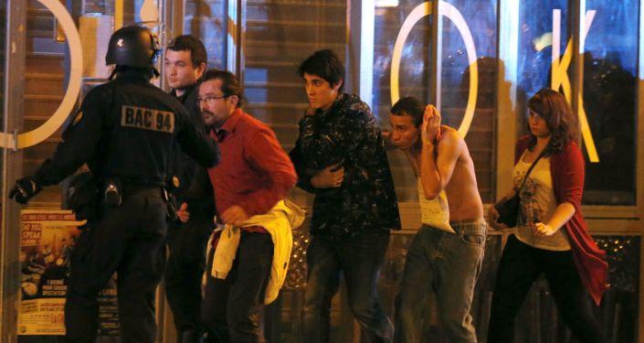 الشرطة الفرنسية تخلى مسرح باتاكلان