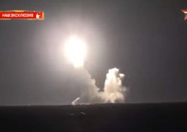 صواريخ بولافا الجبارة تنطلق من البحر الأبيض