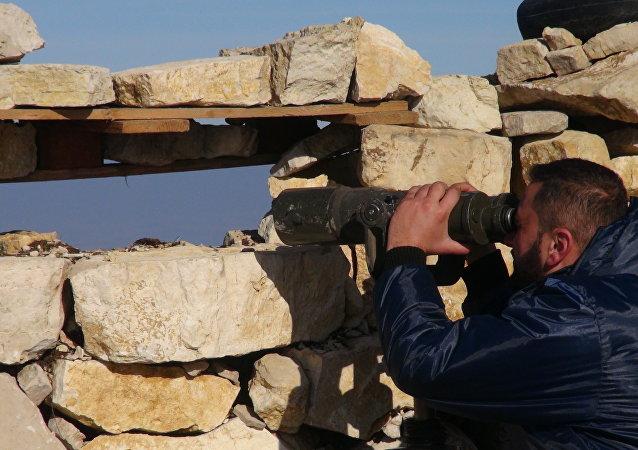 الجيش السوري قرب الحدود التركية