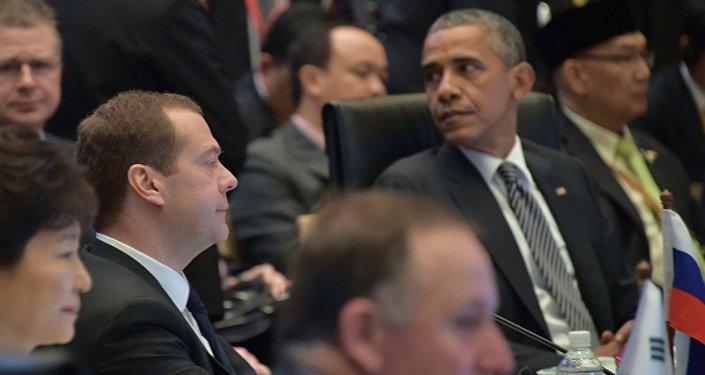 أوباما وميدفيديف في القمة الآسيوية الشرقية في كوالالمبور