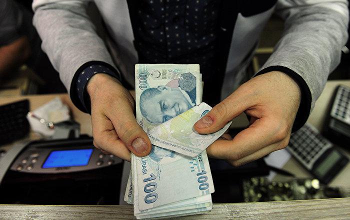 الليرة التركية ترتفع بعد قول ترامب إن أمريكا لا تدرس فرض عقوبات على تركيا