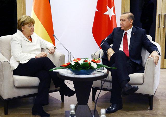 رجب طيب اردوغان يقابل أنجيلا ميركل