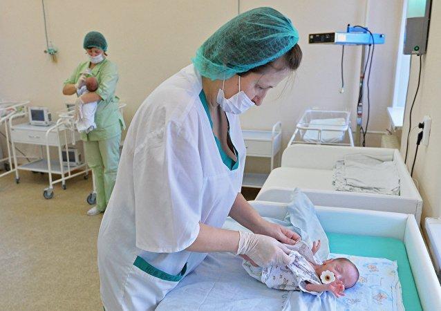 طفلة حديثة الولادة