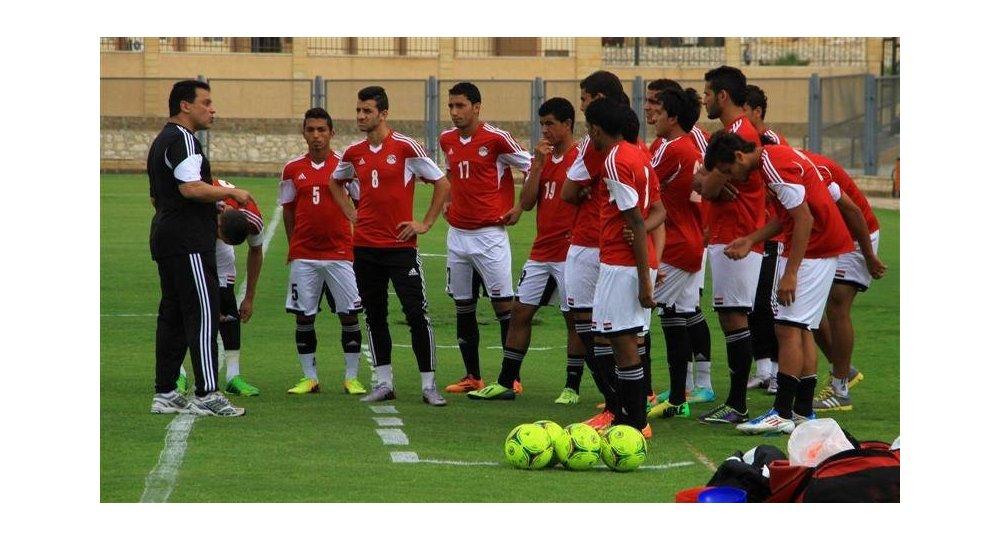 فيفا يمدد عمل أحمد مجاهد وإدارة الاتحاد المصري لكرة القدم حتى يناير 2022