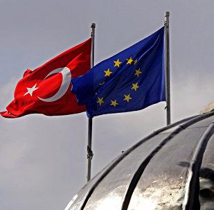 علما الاتحاد الأوروبي وتركيا