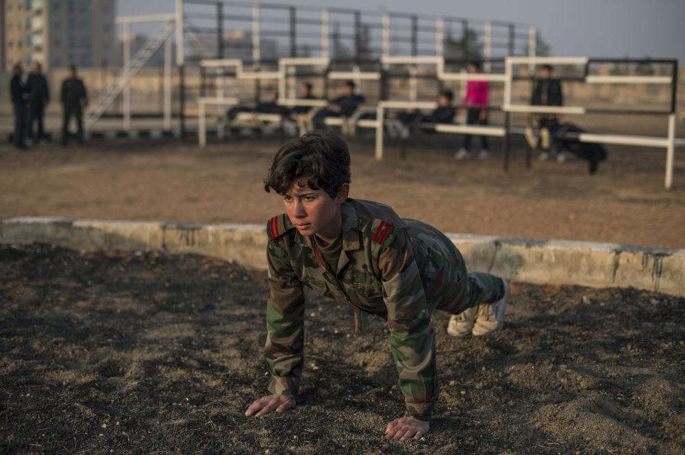 تدريبات الفتيات فى سوريا فى الأكاديمية العسكرية