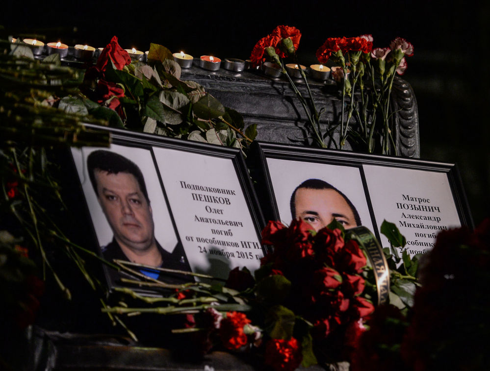 صور لضحايا ارهاب تركيا فى سوريا العقيد أوليغ بيشكوف والبحار ألكسندر بوزينيتش