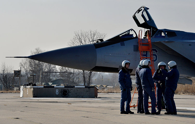 ميغ 31 بي إم والطيارين الروس