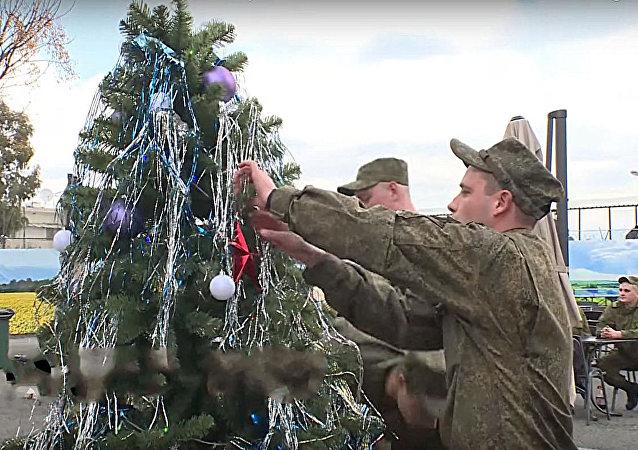 شجرة عيد الميلاد في قاعدة حميميم