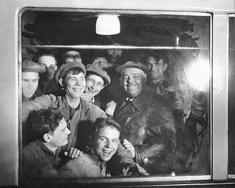 الذكرى الـ80 لافتتاح مترو الأنفاق في موسكو